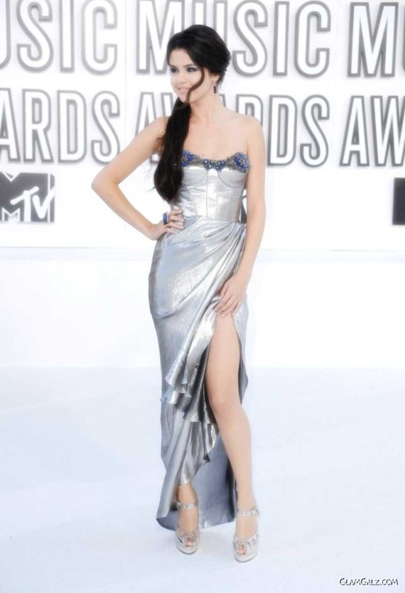 Pretty Selena Gomez For MTV Music Awards
