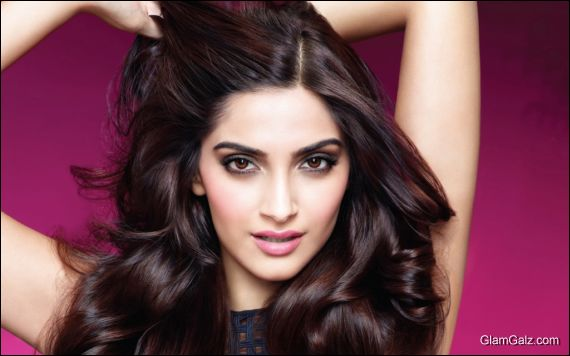 Click to Enlarge - Beautiful Sonam Kapoor Wallpapers