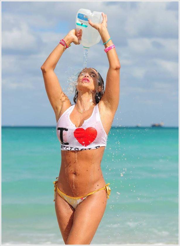 Jennifer Nicole Lee At The Miami Beach